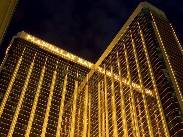 В Лас-Вегасе неизвестный открыл стрельбу на фестивале
