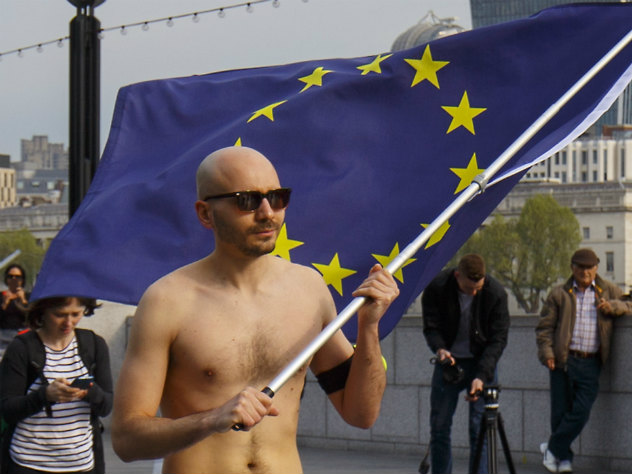 Видео голых людей на улицах франции