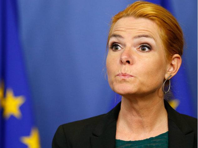 датский министр иммиграции переехала мигрантов машине
