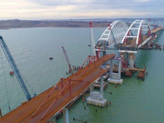 японский министр назвал условия строительства моста нашими странами