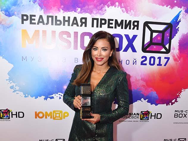 Украинские СМИ накинулись на Ани Лорак за призыв праздновать Новый год в Москве