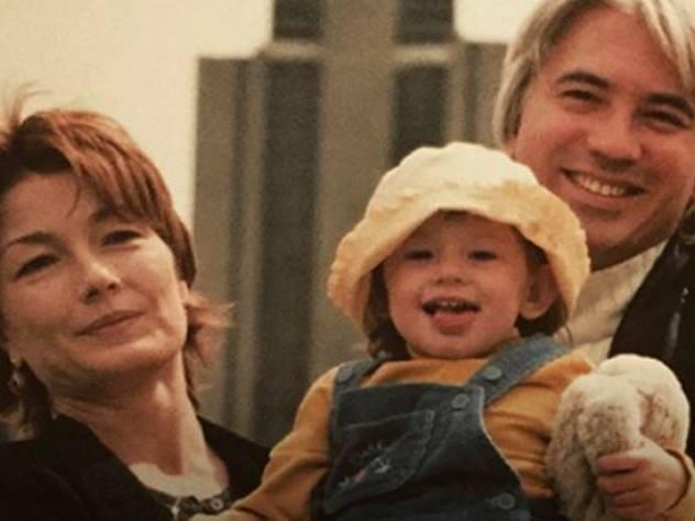 Старшая дочка Хворостовского показала редкие семейные кадры