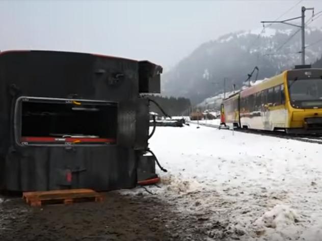 Ураган снес с рельсов поезд с людьми в Швейцарии
