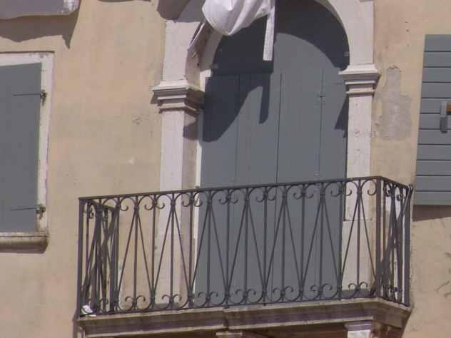 Бросивший в ребенка банку с балкона мужчина отправился в колонию