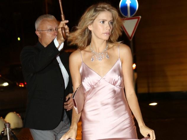 Жена российского олигарха похвасталась дешевым гардеробом
