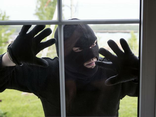 грабитель обворовал квартиры уехал машине хозяев