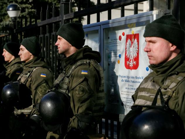 воинское приветствие украине заменить лозунг националистов