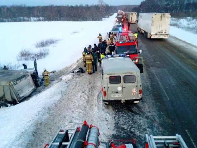 аварии микроавтобуса грузовика башкирии погибли девять