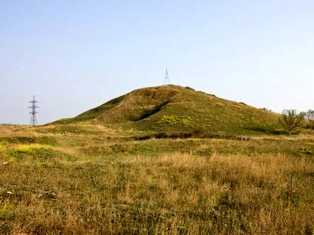 Ростовские археологи нашли курган с захоронением невесты времен легендарной Трои