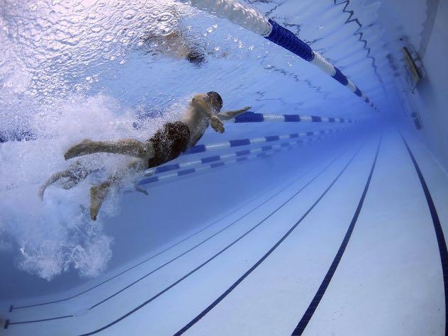 76-летняя петербурженка утонула в бассейне фитнес-клуба
