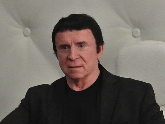 Кашпировский подал на Урганта иск в 500 тыс рублей за коллаж с котом
