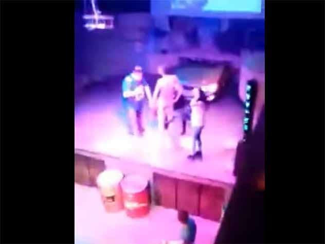 В томском клубе интим на сцене назвали «конкурсом с губной помадой»