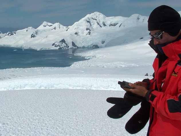 Российские полярники проголосовали на выборах президента в Антарктиде