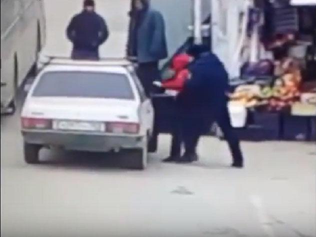 СК наказал полицейского, избившего подростка в Дербенте