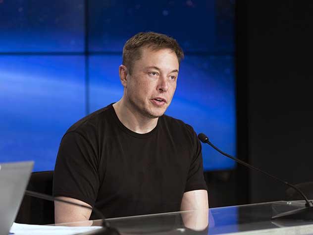 Илон Маск работает в два раза больше среднестатистического россиянина