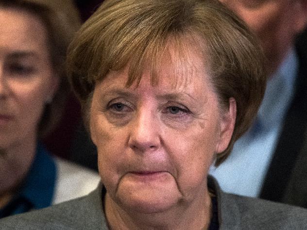 Меркель призналась, что привозила Путину пиво