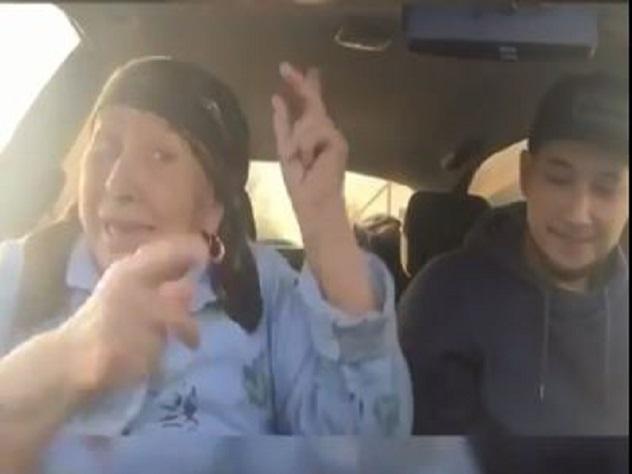 Дагестанская бабушка-рэпер восхитила пользователей в Интернете