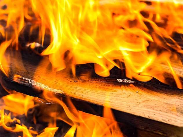 Два человека погибли при пожаре в Иркутской области