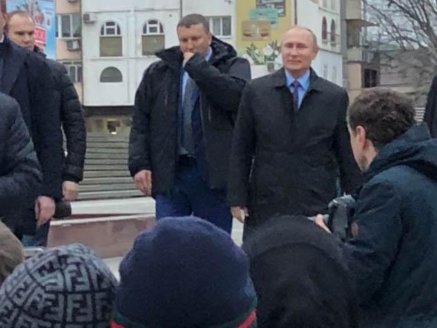 Путин пообщался с обычными махачкалинцами на улицах города