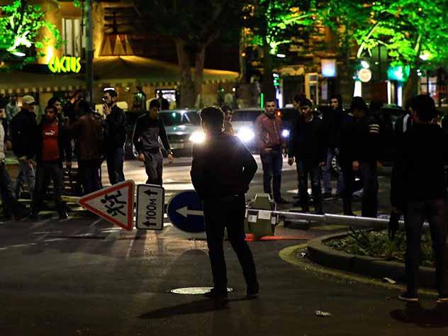 В ночном Ереване устроили «кастрюльный» протест