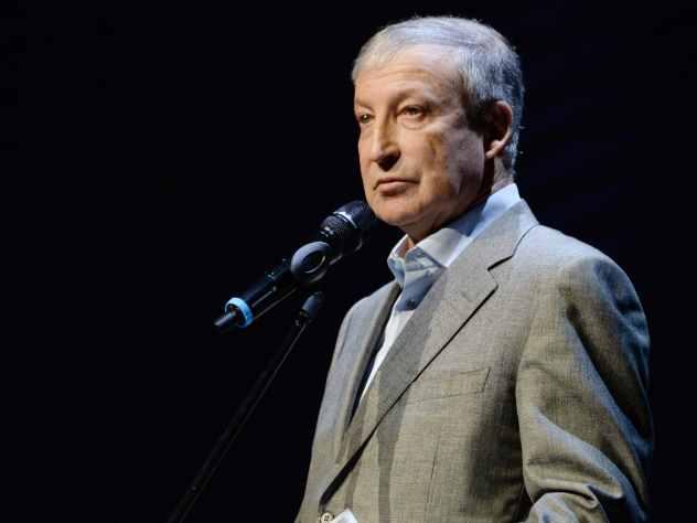 Альтов вспомнил, как с ним и Басилашвили расплатились за концерт стиральными машинами