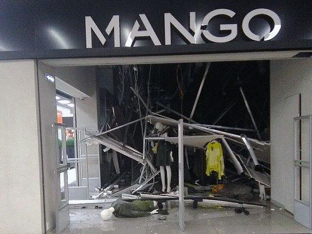 В Челябинской области в торговом центре упал потолок