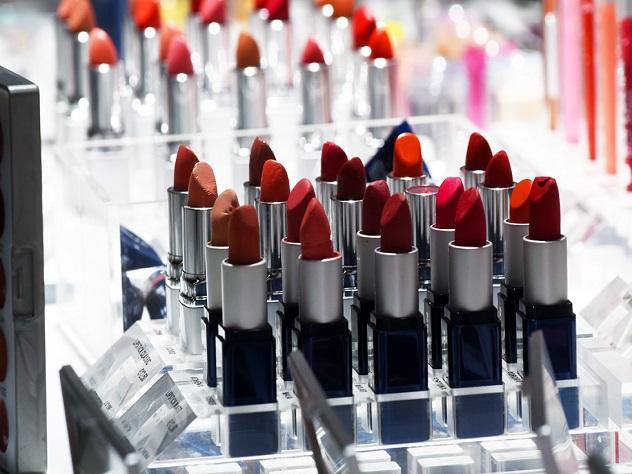 В США изъяли из продажи поддельную косметику с фекалиями животных