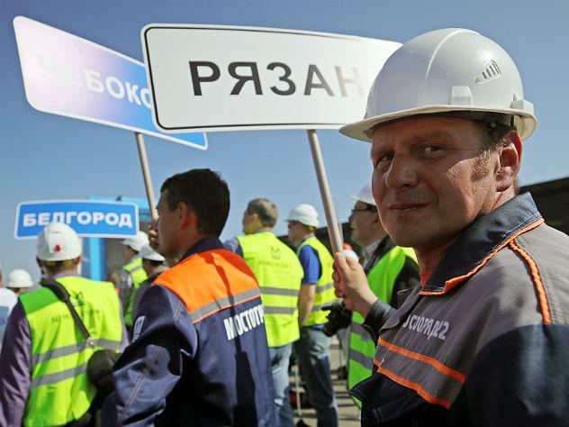 Строители моста в Крым получили медали и сравнили себя с ударниками БАМа