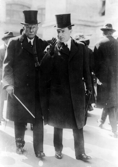 Джон Рокфеллер с сыном, 1915 год. Источник: wikimedia.org