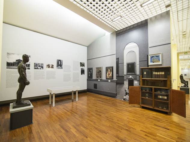 парижский музей открыл голых посетителей