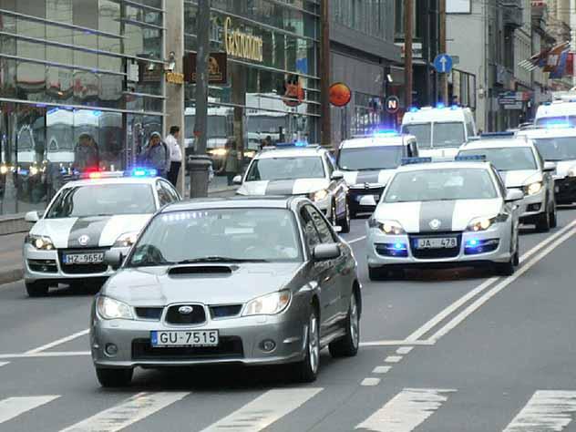 Столетний водитель пытался скрыться с места ДТП в Латвии