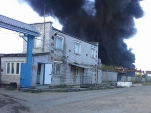 В Казани загорелись бочки с химическими веществами