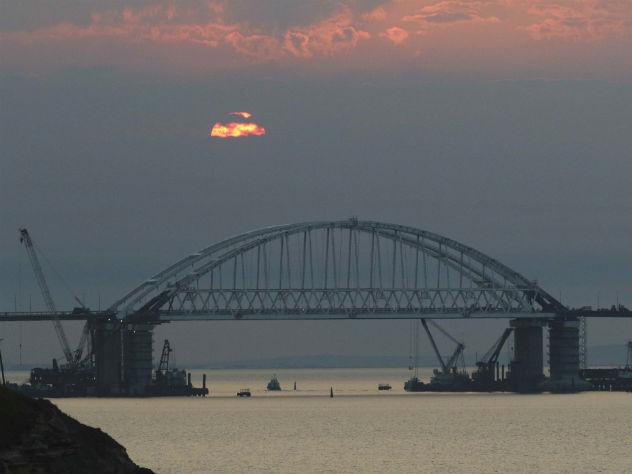 Путин рассказал, когда начнется движение грузовиков по Крымскому мосту