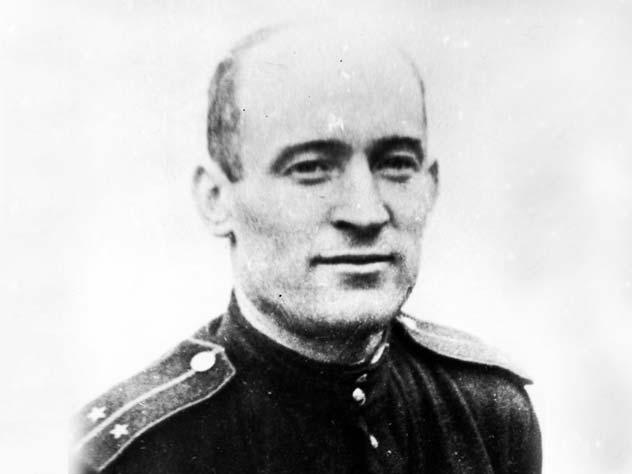 Сгорая заживо, он посадил самолет и спас детей от фашистов