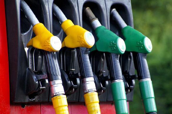 Москвичи радуются снижению цен на бензин