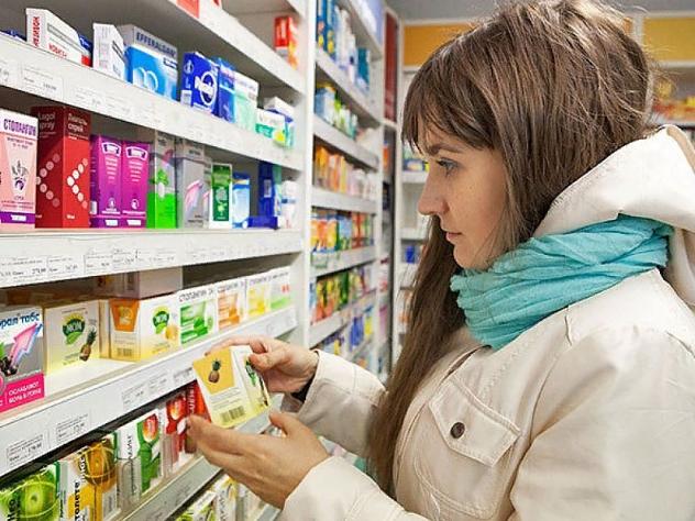 Это же исследование показало, что 68% россиян не поддерживают запрет: на доставку лекарств из интернет-аптек. 26% из них были бы рады, если ограничение полностью отменила, а 27% готовы поддержать проект доставки всех лекарств на дом, кроме рецептурных. Остальные 15% уверены, что доставлять можно любые лекарства, главное, чтобы это делал работник аптеки.
