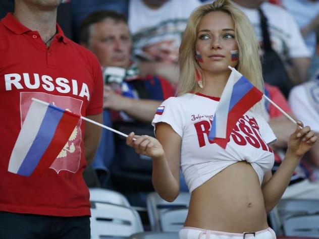 Самая сексуальная русская девушка, лизун кисточки видео