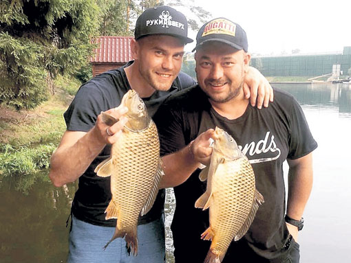 Кумовья Акинфеев и Жуков стараются рыбачить вместе