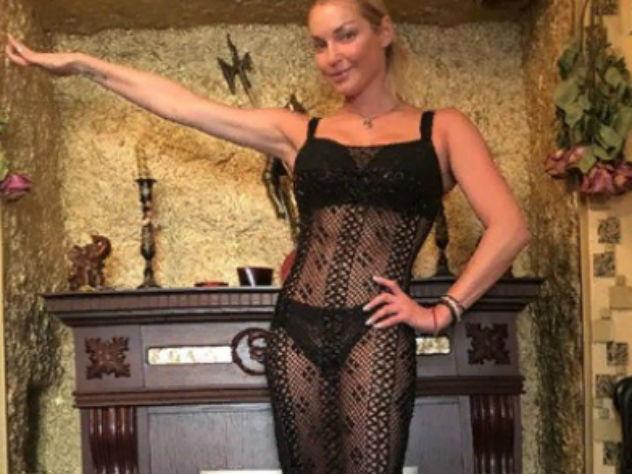 Брюнетка чулках смотреть порно онлайн в хорошем качестве русские знаменитости волочкова фото