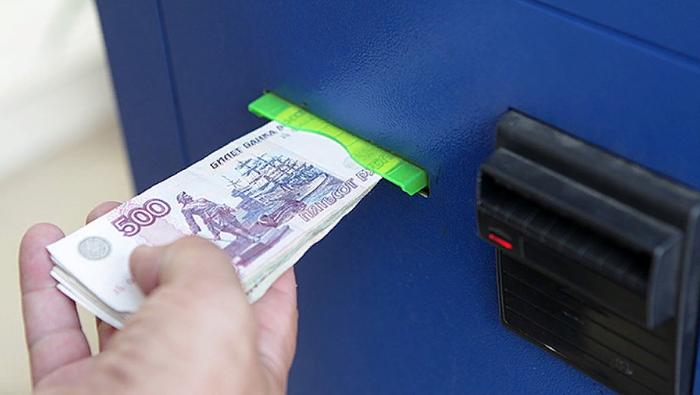 Получить фальшивую купюру можно даже в банкомате, хотя шансы не очень велики