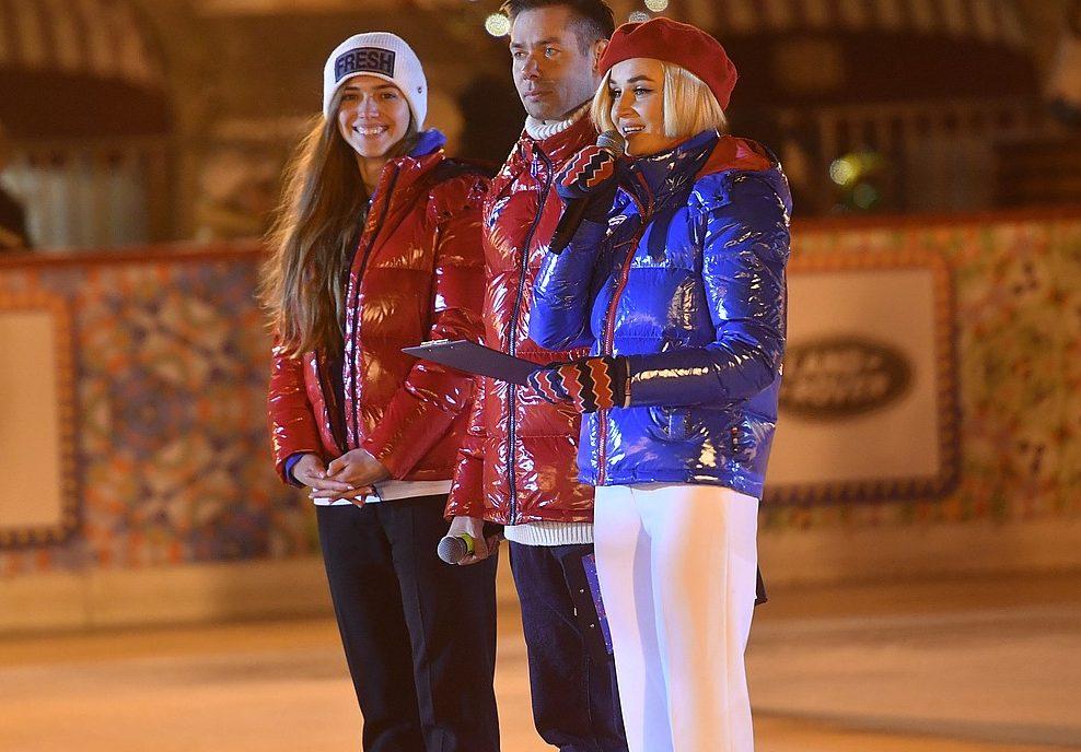 Для церемонии открытия ГУМ-катка Полина Гагарина предпочла яркий образ