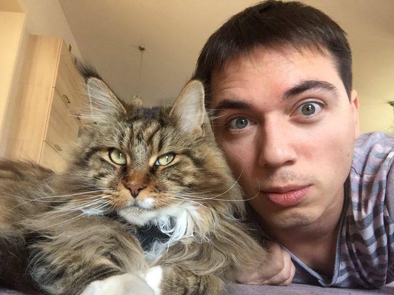 Родион Газманов с котом Шелдоном