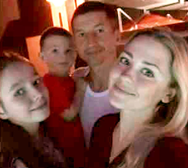Евгений Алдонин с женой Ольгой, маленьким сыном и 12-летней Верой сейчас отдыхают в Турции