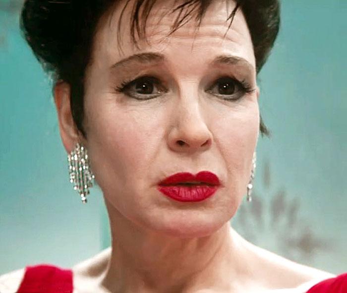 В «Джуди» Зеллвегер исполнила роль кинозвезды Джуди Гарленд, ради чего ей пришлось «постареть» и сильно похудеть