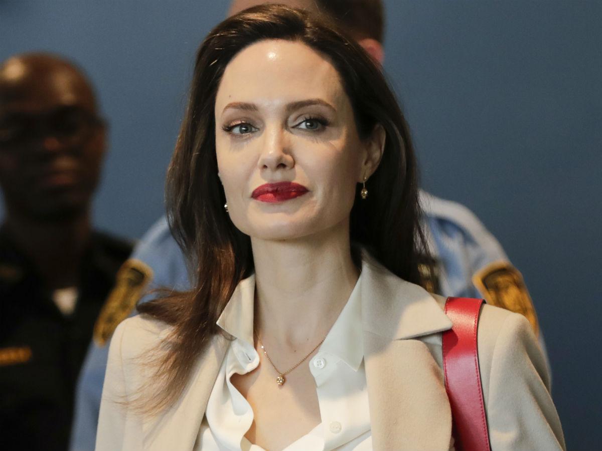 Angelina Jolie Голая Анджелина Джоли снялась голой - Экспресс газета
