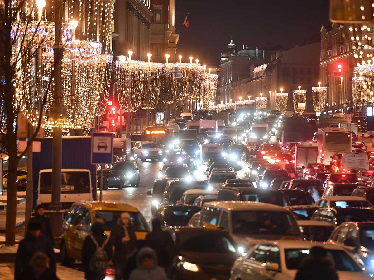 Жизнь в пробке: Беглов создает новые дорожные проблемы в Петербурге
